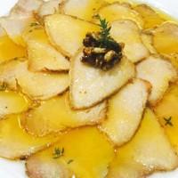 Lomo de orza con aceite de su fritura y piñones caramelizados en Pedro Ximénez.